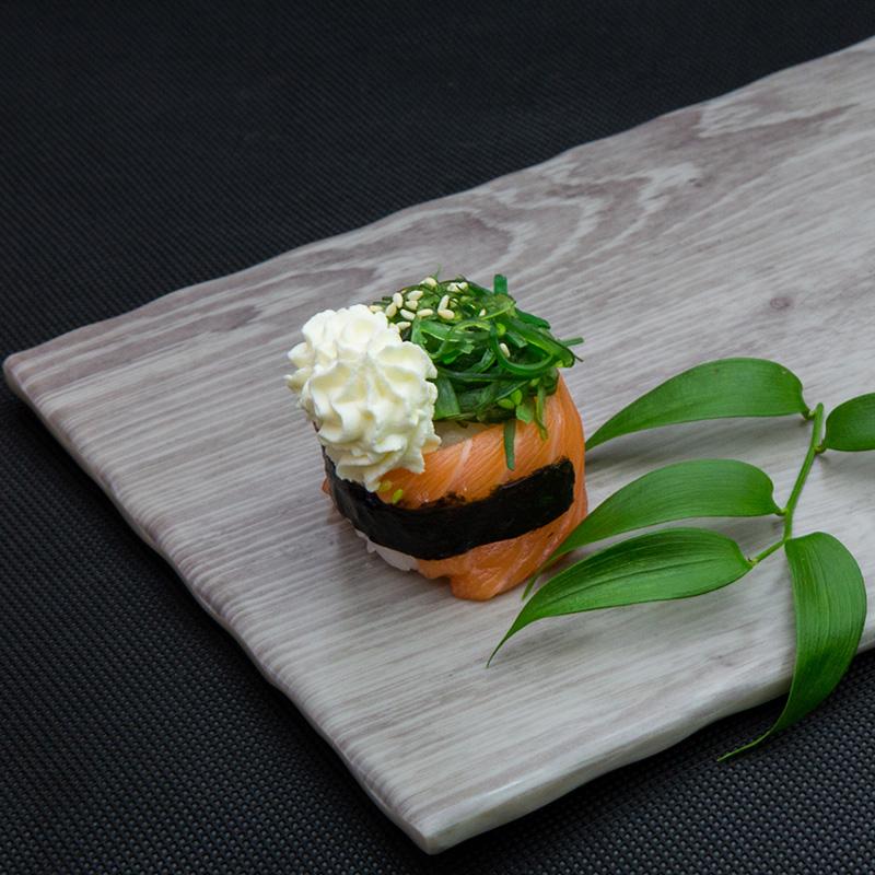 Salmon, wakame, cream cheese sushi