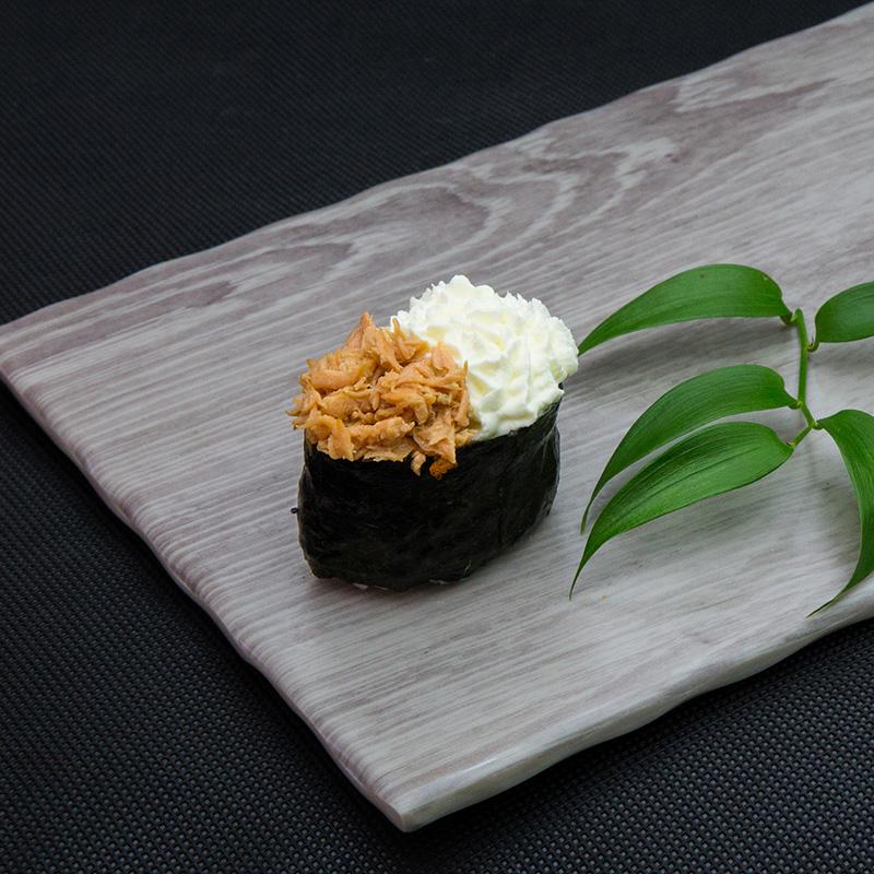 Fried salmon, cream cheese sushi