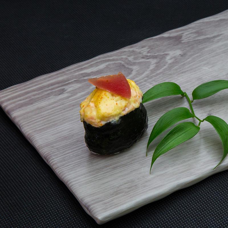 Backed tuna sushi with cheese